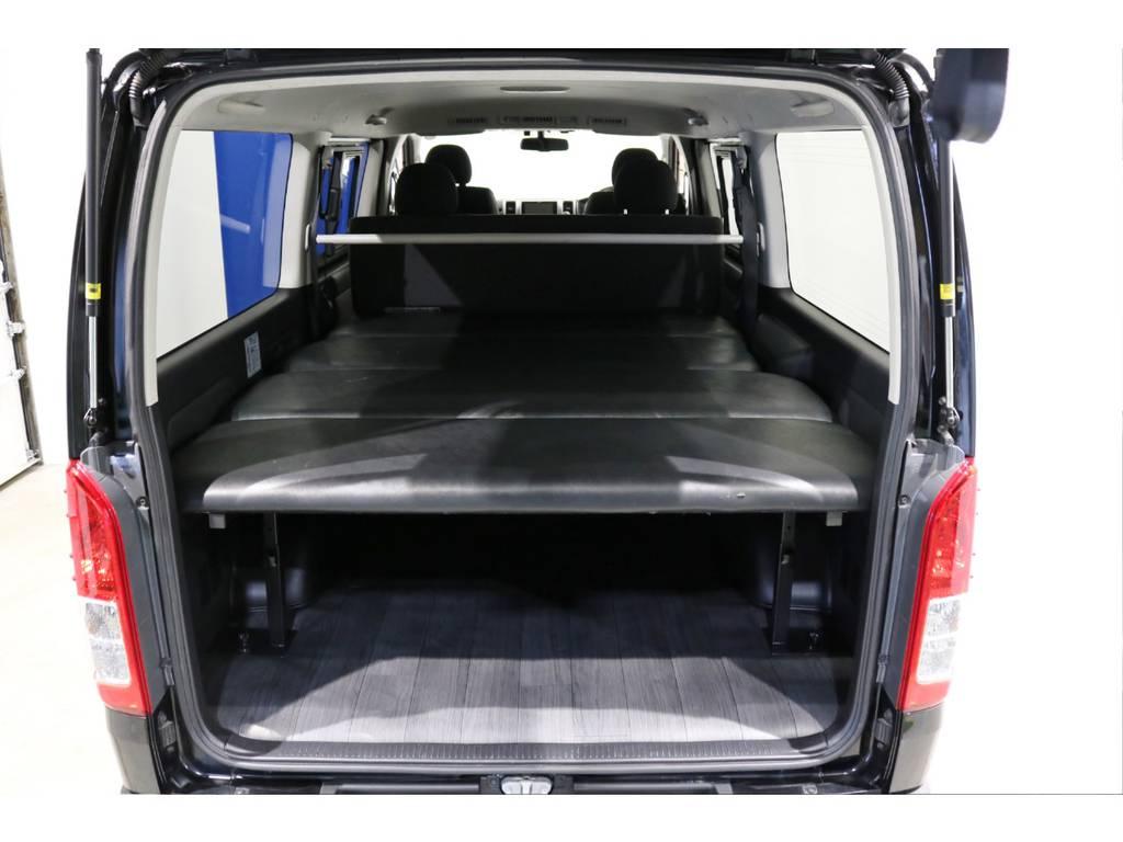 リアには嬉しいベッドキット付き! | トヨタ ハイエースバン 3.0 スーパーGL ロング ディーゼルターボ 4WD 4型