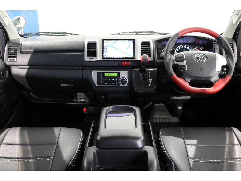 インテリアには、GIBSON本革仕様のレッドコンビステアリング&シフトノブの装着でおしゃれにスポーティな印象に! | トヨタ レジアスエース 3.0 スーパーGL ロングボディ ディーゼルターボ 4WD 4型前期モデル