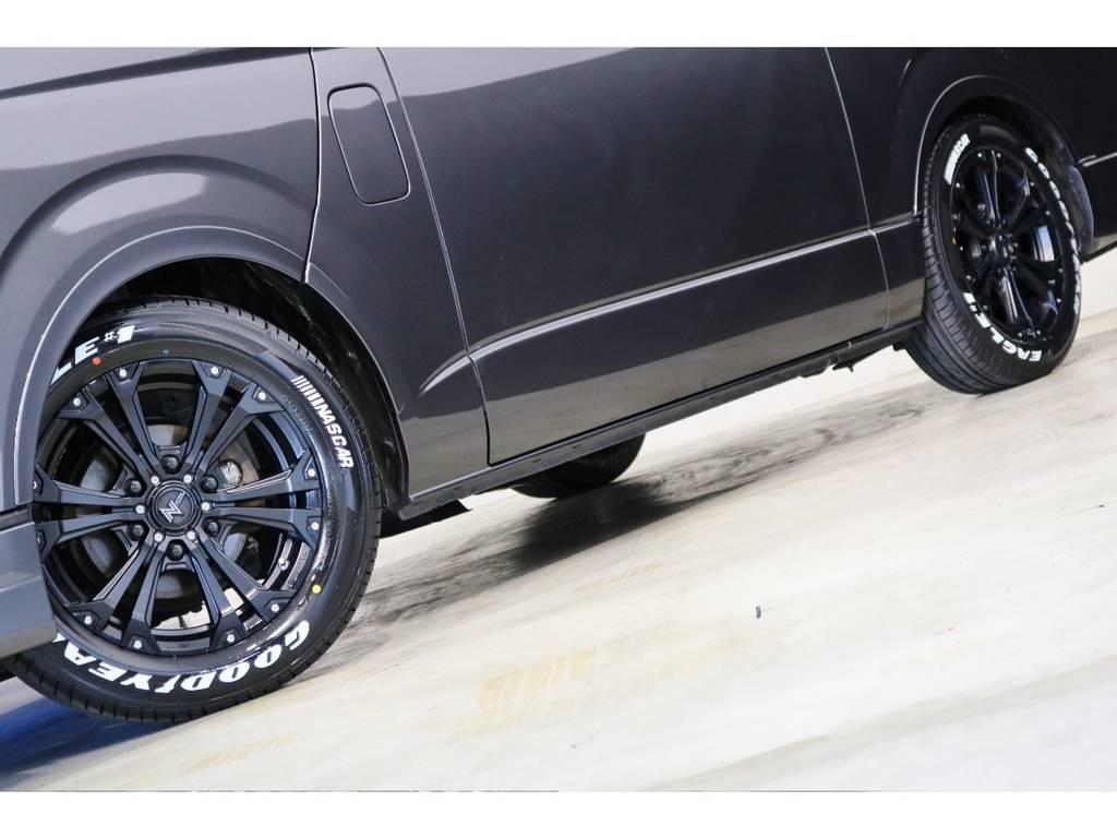 足元はナイトロパワーのジャベリン17インチアルミホイール&グッドイヤーナスカータイヤを装着! | トヨタ レジアスエース 3.0 スーパーGL ロングボディ ディーゼルターボ 4WD 4型前期モデル