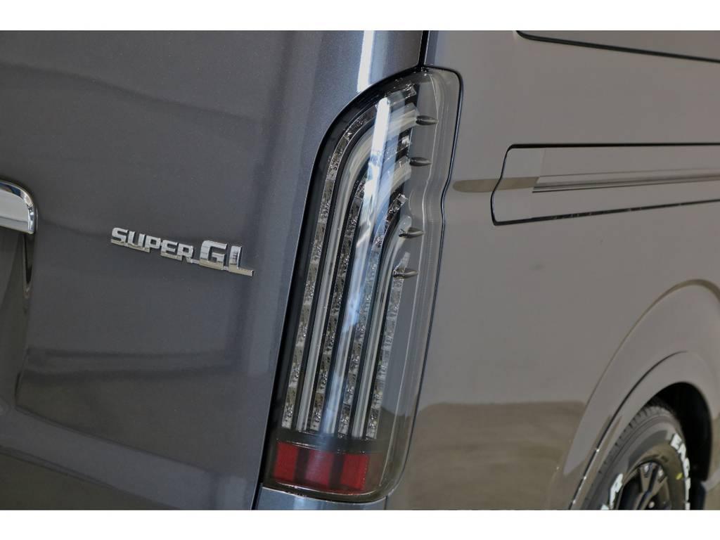 FLEXオリジナルLEDテールランプの煌BLACKテールを装着! | トヨタ レジアスエース 3.0 スーパーGL ロングボディ ディーゼルターボ 4WD 4型前期モデル