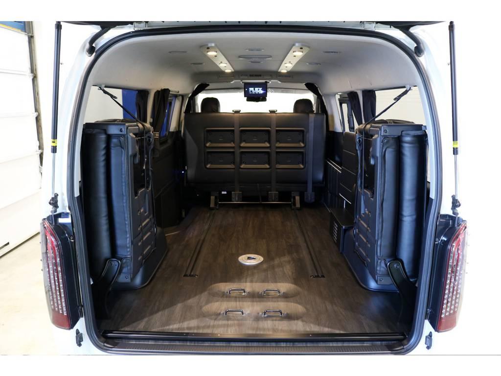 セカンドシートを畳めば広大な荷室に早変わり! | トヨタ ハイエース 2.7 GL ロング ミドルルーフ 4WD 内装アレンジ