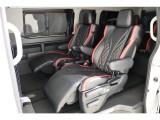 トヨタ車体特別架装のリラックスキャプテンシートを4脚搭載!