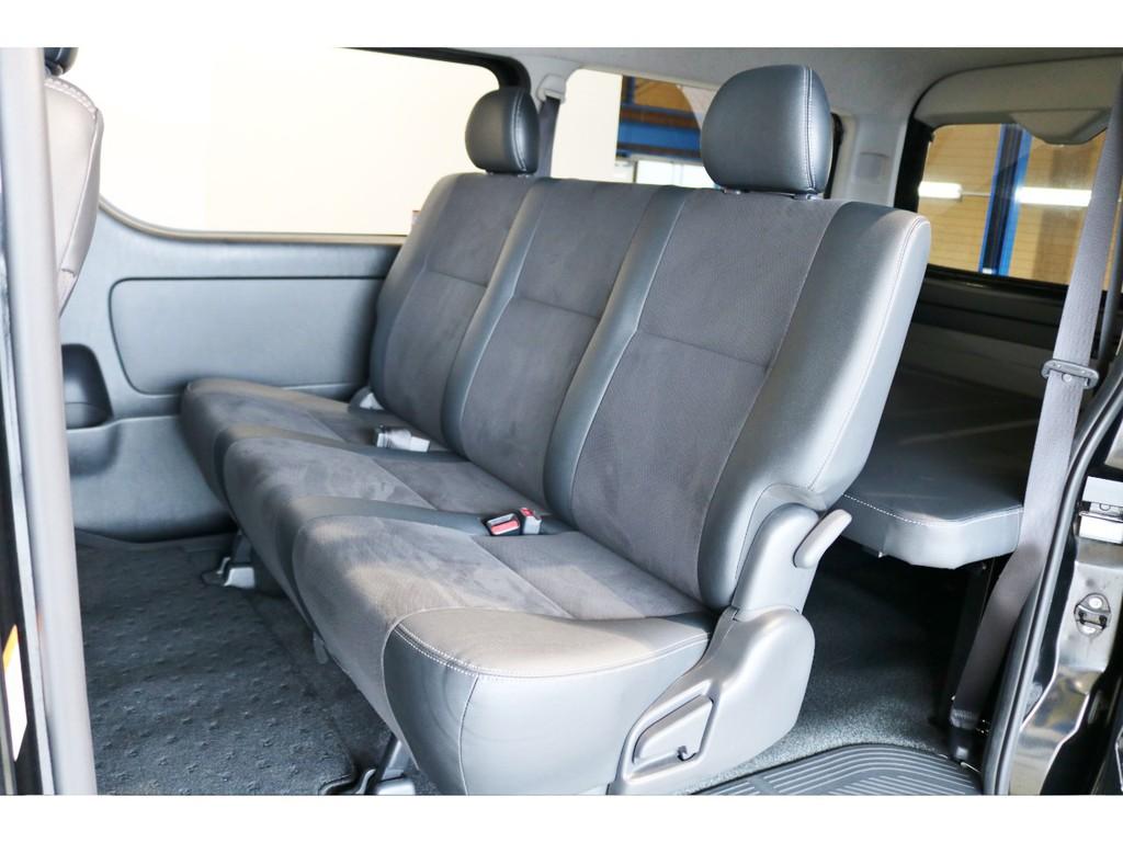 セカンドシートは3人掛けシート!ダークプライム専用ハーフレザーシート!