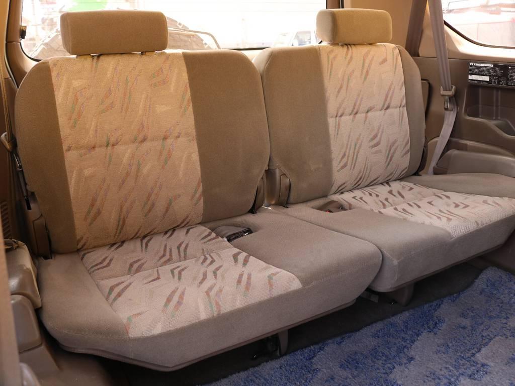 1列目2列目同様グッドコンディションの3列目シート★シートカバーの追加などカスタムも是非ご相談ください♪ | トヨタ ランドクルーザープラド 3.0 TX ディーゼルターボ 4WD Renoca アメリカンクラシック