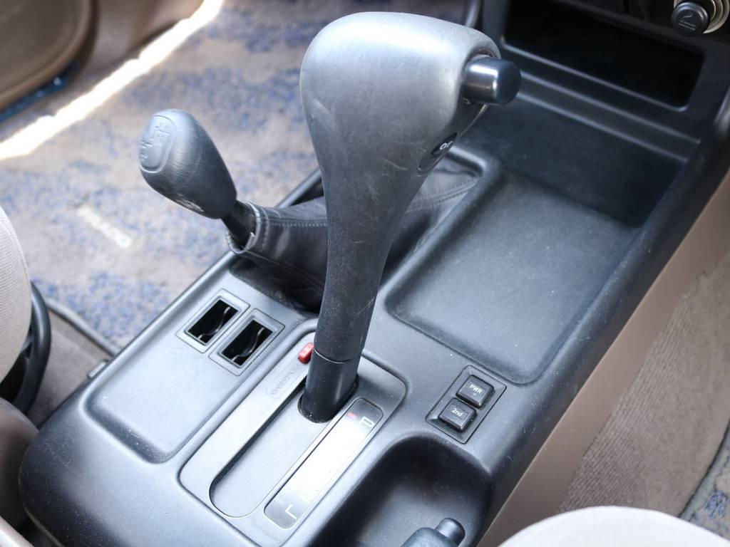 室内は何十項目にも亘るプロの専門ルームクリーニング施工済みです!小さなお子様連れのご家族も安心してお乗りいただけます!外せる部品は外し、特殊洗剤&用品で可能な限り汚れや使用感は除去します★ | トヨタ ランドクルーザープラド 3.0 TX ディーゼルターボ 4WD Renoca アメリカンクラシック