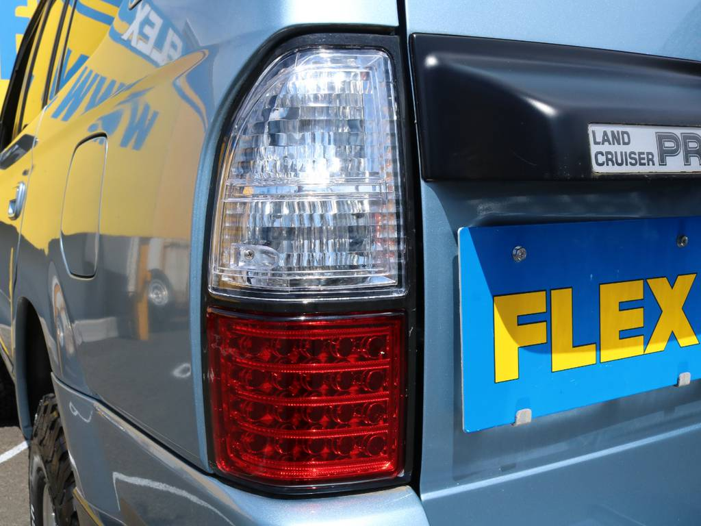 新品のLEDテールランプ★後続車に対しての視認性もアップし安全面も向上しています!夜間はとてもキレイに発光しますよー★   トヨタ ランドクルーザープラド 3.0 TX ディーゼルターボ 4WD Renoca アメリカンクラシック