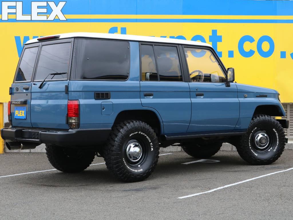 ナローボディー換装済みなので、オーバーフェンダーレスのスタイリッシュな印象に仕上がってます★スクエアボディーとクラシカルなボディーカラーがとても合いますね★ | トヨタ ランドクルーザープラド 3.0 SXワイド ディーゼルターボ 4WD NEWアルルブルー クラシックコンプ