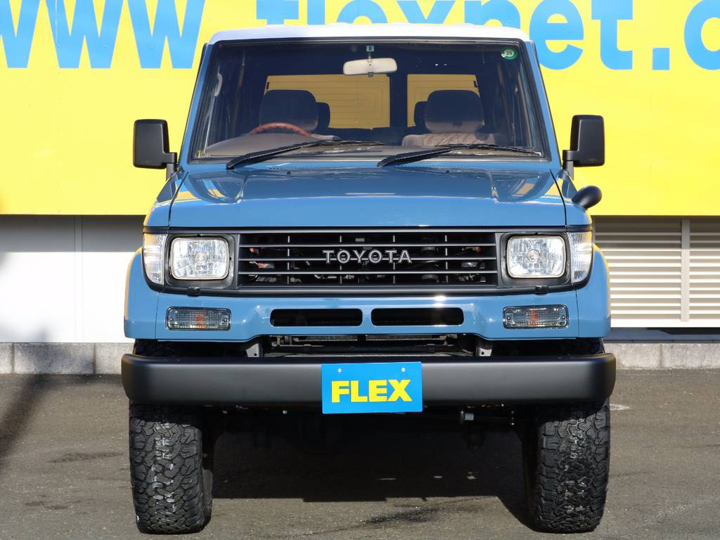 アルルブルー×ホワイト(ルーフ)×マッドブラックの3色塗り分けもイイ感じに仕上がってます!細かいところまでこだわって制作しました★ | トヨタ ランドクルーザープラド 3.0 SXワイド ディーゼルターボ 4WD NEWアルルブルー クラシックコンプ