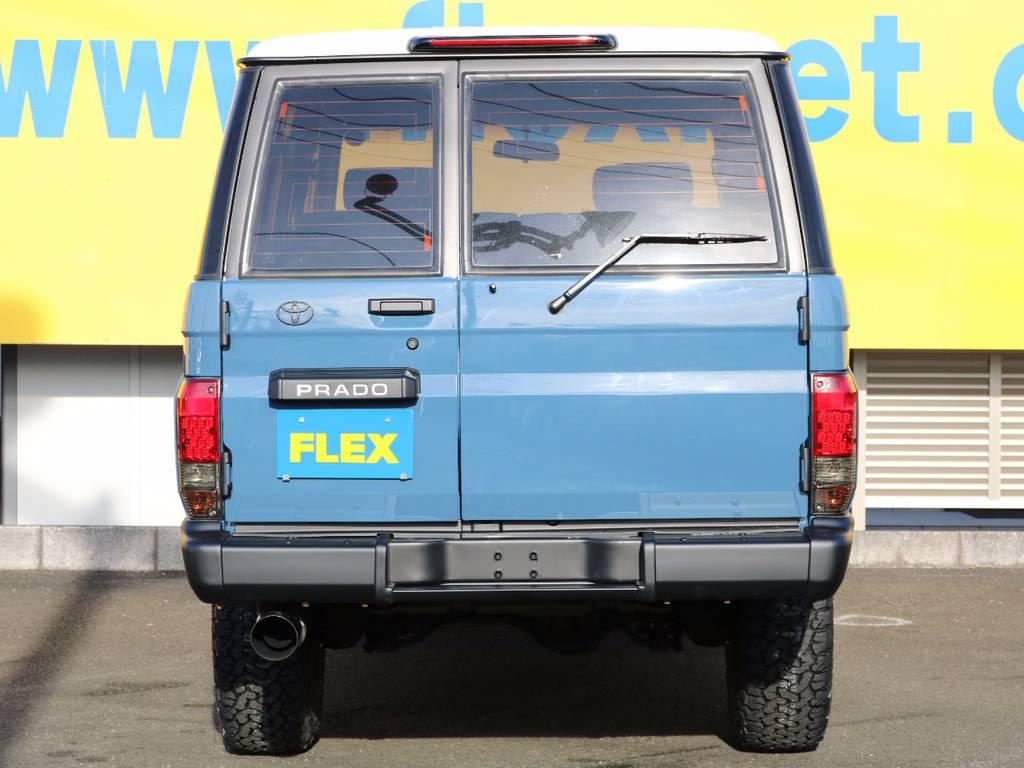 リアは背面タイヤレス仕様になってます!ボルト穴はスムージングしとてもキレイに仕上がってます★テールランプも換装しリヤビューもキマってます!! | トヨタ ランドクルーザープラド 3.0 SXワイド ディーゼルターボ 4WD NEWアルルブルー クラシックコンプ