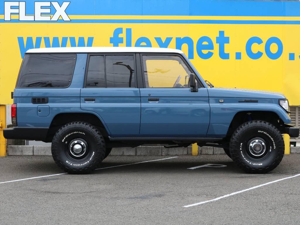 FLEXグループは「すべての人に愛車を」をコンセプトに車種別に全国展開中★愛車と一緒に、ライフスタイルを充実させてもらいたいという思いで、ランクル仙台泉店では皆様のご要望になんでもお応えします★ | トヨタ ランドクルーザープラド 3.0 SXワイド ディーゼルターボ 4WD NEWアルルブルー クラシックコンプ