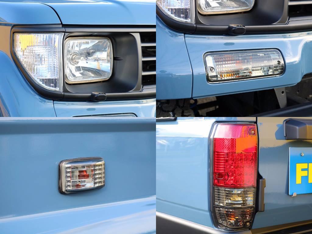 クリスタルヘッドライト、ウィンカー、テールランプなどレンズ類も全て換装済み★こういったレンズパーツで車全体の印象が大きく変わります★ | トヨタ ランドクルーザープラド 3.0 SXワイド ディーゼルターボ 4WD NEWアルルブルー クラシックコンプ