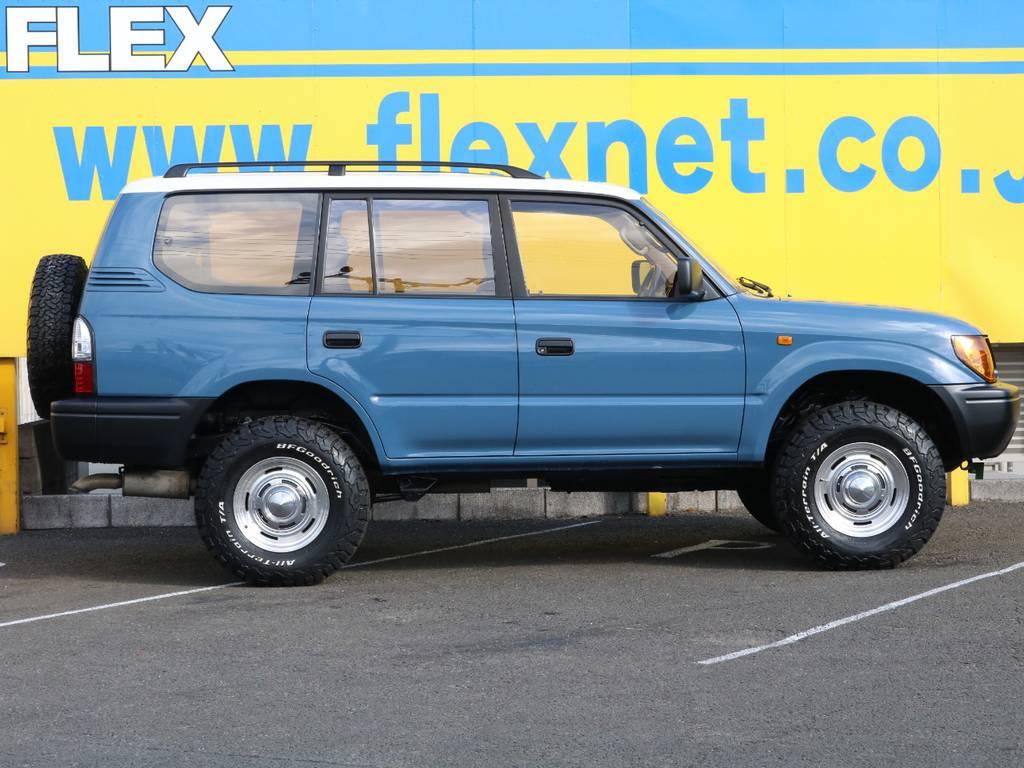 新品2インチアップコイルとショックアブソーバーにてリフトアップ済み♪1からカスタムしますとかなりの費用が掛かってしまいますので、当店でもおすすめの1台となっております♪ | トヨタ ランドクルーザープラド 3.0 TZ ディーゼルターボ 4WD NEWアルルブルー 丸目&ナロー
