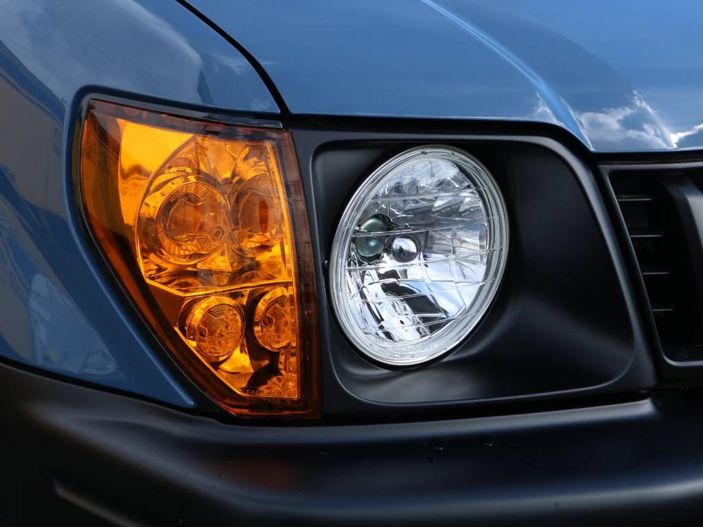 丸目2灯ヘッドライト換装済み♪95プラドは比較的故障も少なく、乗り心地もさほど現代の車と変わらずにお乗りいただけますので、ご家族連れの方にもおすすめの1台です♪ | トヨタ ランドクルーザープラド 3.0 TZ ディーゼルターボ 4WD NEWアルルブルー 丸目&ナロー