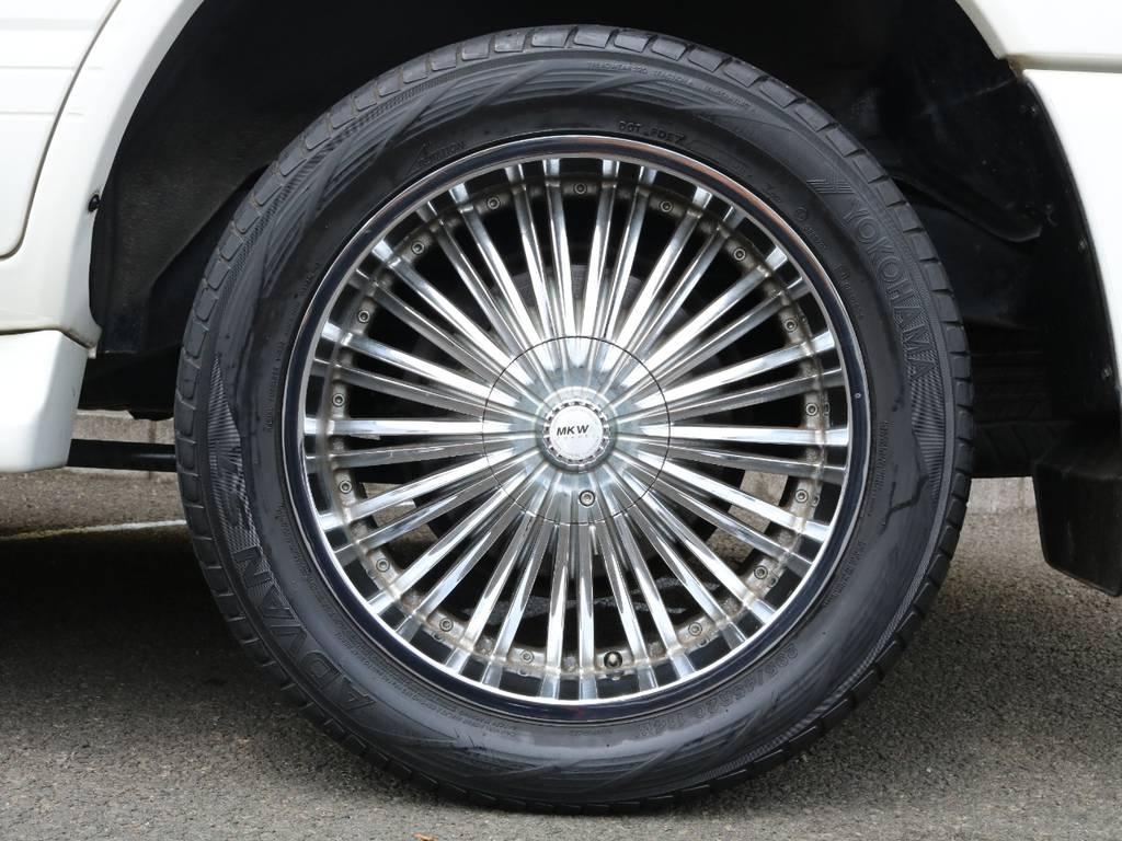 MKW 20インチアルミホイール装着済み!シグナスにはこういった大径アルミのスタイルも合いますね♪もちろんお好みのホイールへの変更も可能です♪ | トヨタ ランドクルーザーシグナス 4.7 4WD 最終型 マルチレス 本革 SR