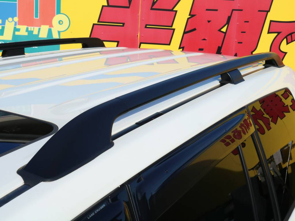 メーカーオプション設定のルーフレール!ルーフキャリアを付けたりと機能面でもとても便利ですが、見た目のスタイルUPにも一役買ってくれる人気の装備です★ | トヨタ ランドクルーザー200 4.6 AX 4WD 中期 ワンオーナー ZX用20AW