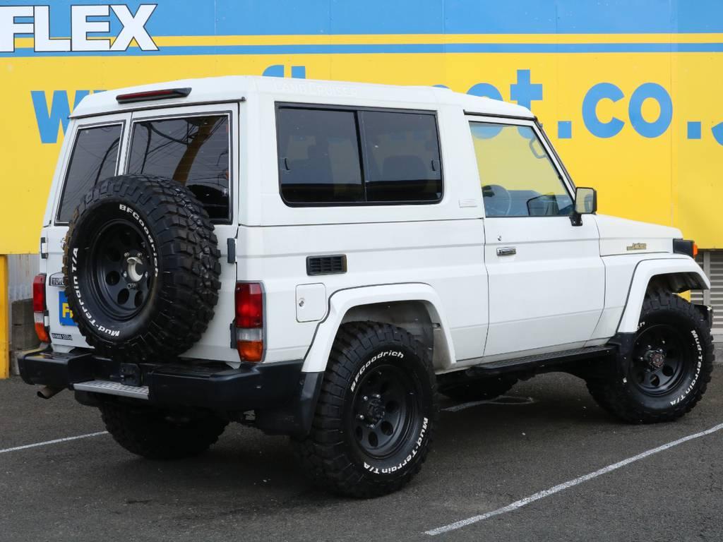 希少ランドクルーザー74!ボディサイズも大きすぎず小さすぎずのミドルボディー♪ロングボディでは入れないような道も楽々ですよ♪全国の皆様のお問合せお待ちしております♪   トヨタ ランドクルーザー70 4.2 ZX FRPトップ ディーゼル 4WD ジムライン16AW グッドリッチKM2