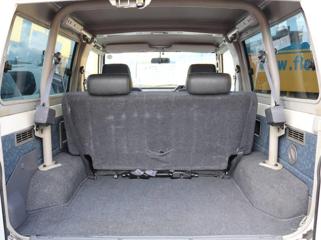 ラゲッジスペースも綺麗な状態を保っております!旅行・レジャー・趣味・仕事とどんなシーンでも大活躍の1台です!当店でも人気の車種ですので、ご検討中の方はお早めに!   トヨタ ランドクルーザー70 4.2 ZX FRPトップ ディーゼル 4WD ジムライン16AW グッドリッチKM2