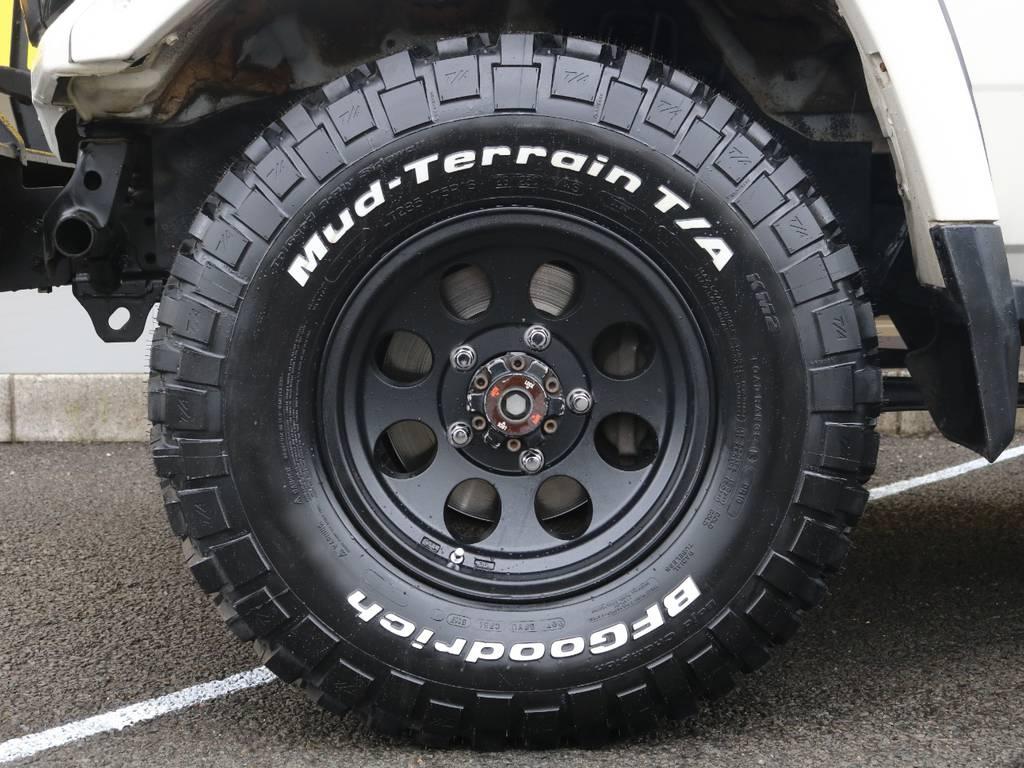 新品BFグッドリッチM/Tに新品ジムライン16インチアルミホイールの組み合わせ♪4駆らしさが溢れる仕様となっております♪お好みのタイヤホイールへの変更も可能です!   トヨタ ランドクルーザー70 4.2 ZX FRPトップ ディーゼル 4WD ジムライン16AW グッドリッチKM2
