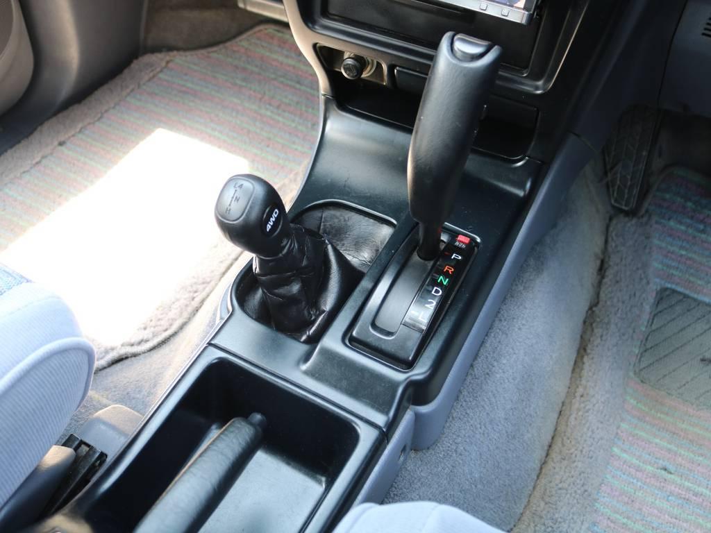 運転楽々のオートマ車♪4WD初心者の方や、マニュアルが苦手な方、女性の方と幅広い方にお勧めできる当店おすすめの1台です♪全国の皆様のお問合せお待ちしております♪ | トヨタ ハイラックスサーフ 2.7 SSR-X ワイドボディ 4WD ナロー DEAN16AW&KO2 2UP