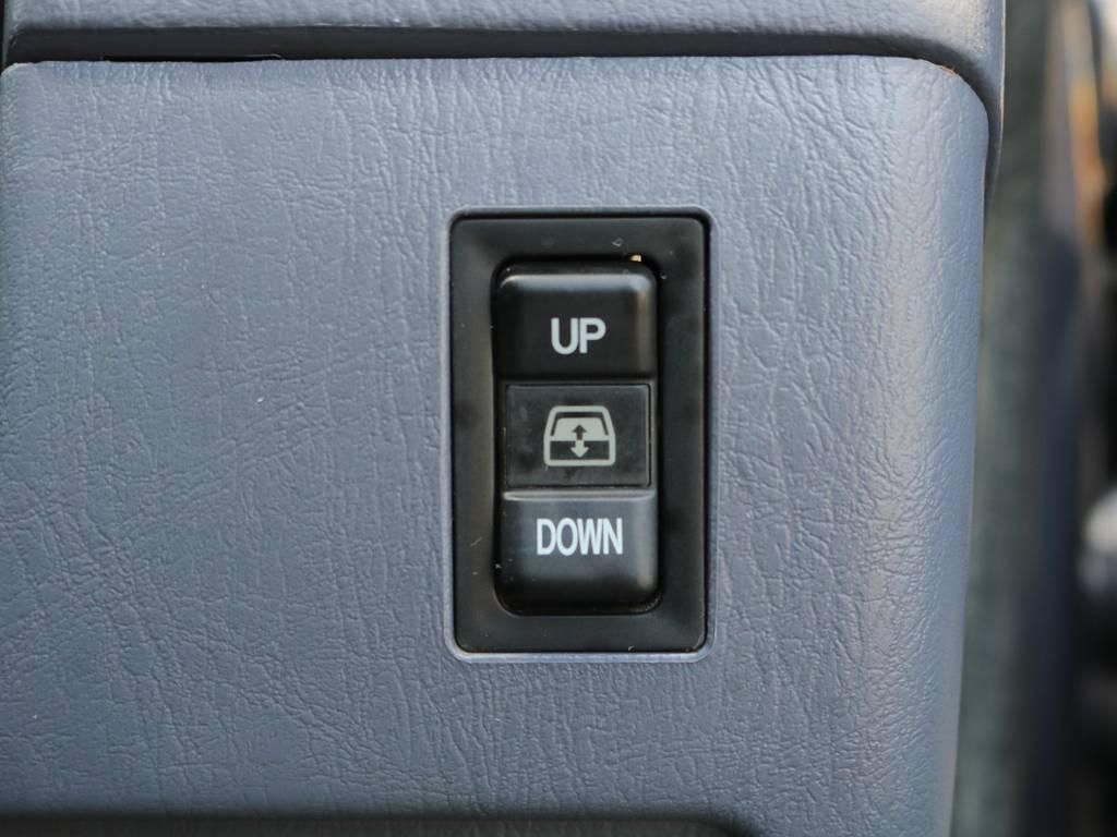リアゲートのガラスはスイッチで開閉可能♪スーパーなどの狭い駐車場でも荷物の積み下ろしは楽々です♪ご不明点・ご質問ございましたらお気軽に当店スタッフまで! | トヨタ ハイラックスサーフ 2.7 SSR-X ワイドボディ 4WD ナロー DEAN16AW&KO2 2UP