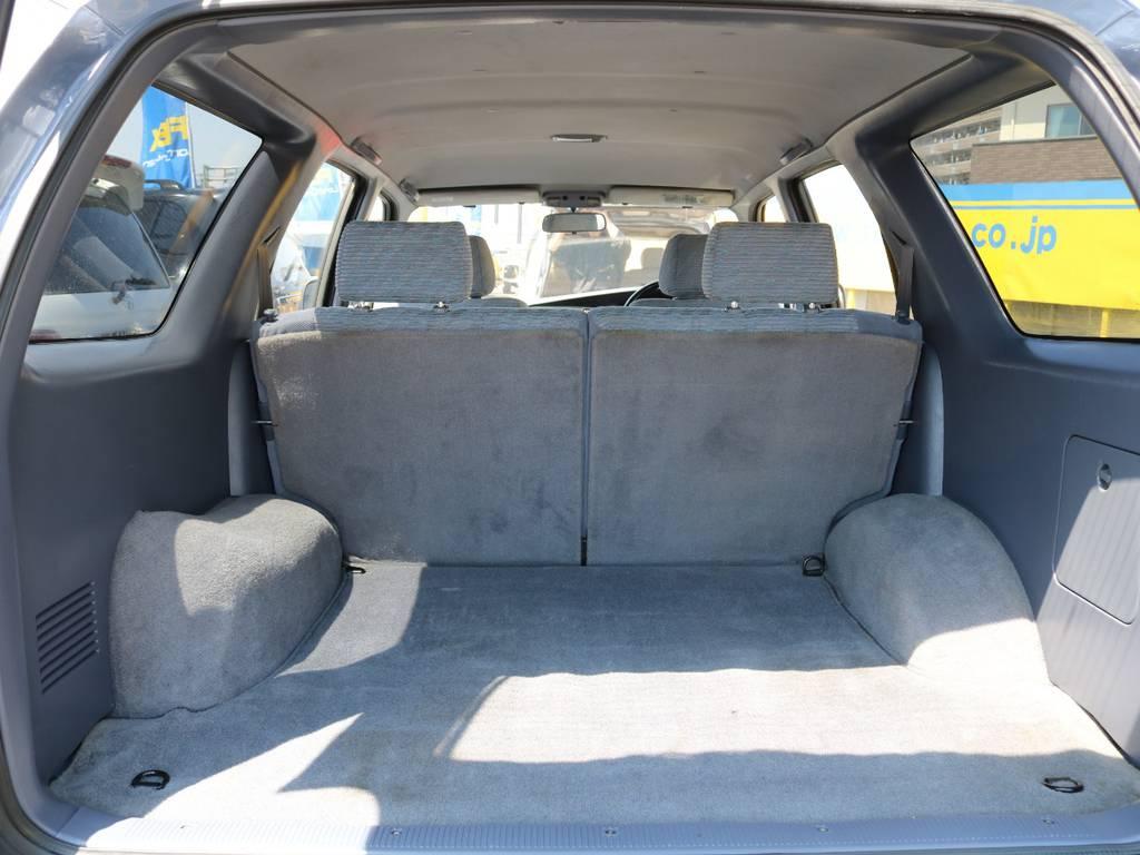 ラゲッジスペースも広々としたスペースです♪セカンドシートは跳ね上げも可能ですのでさらに広いスペースの確保と積載量もUP♪どんなシーンでも大活躍のお車になる事間違いなしです♪ | トヨタ ハイラックスサーフ 2.7 SSR-X ワイドボディ 4WD ナロー DEAN16AW&KO2 2UP