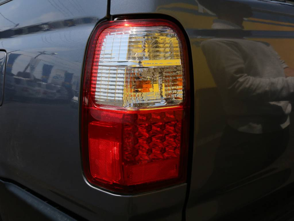 当店の在庫車は全て車輌検査専門会社である第三者機関(株)AIS、日本自動車鑑定協会(JAAA)にて1台1台、必ず二重の車輌チェックを実施しております。修復歴有りの車、事故車の無断販売はいたしません。 | トヨタ ハイラックスサーフ 2.7 SSR-X ワイドボディ 4WD ナロー DEAN16AW&KO2 2UP