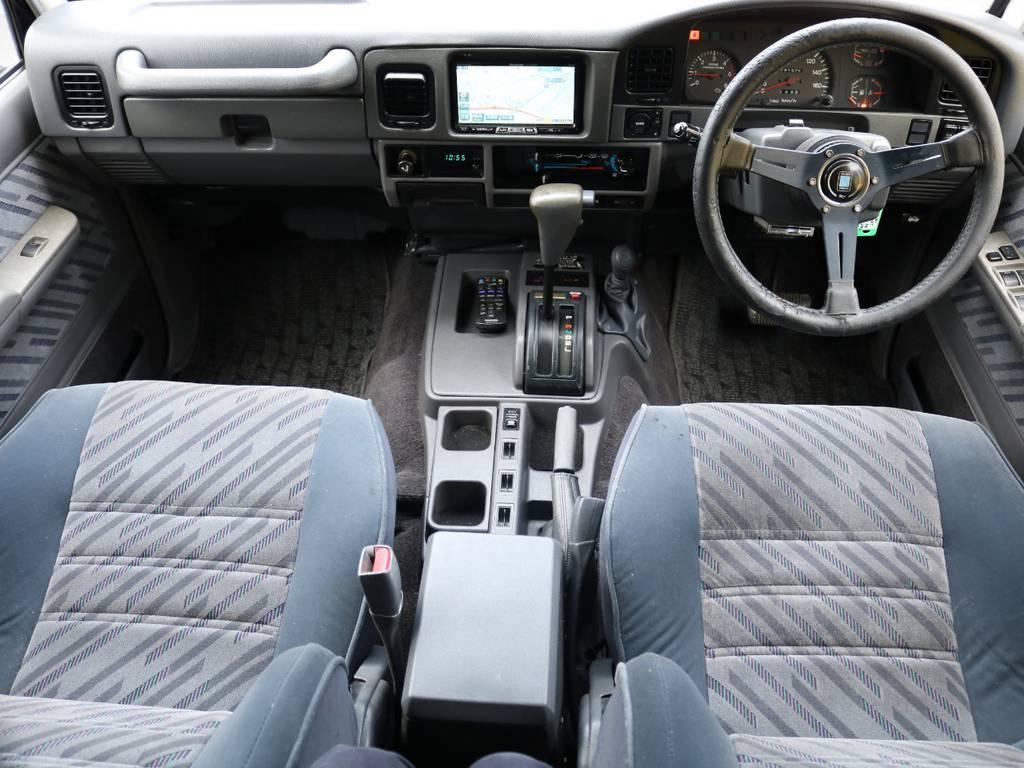 室内は何十項目にも亘るプロの専門ルームクリーニング施工済みです!小さなお子様連れのご家族も安心してお乗りいただけます!外せる部品は外し、特殊洗剤&用品で可能な限り汚れや使用感は除去します★ | トヨタ ランドクルーザープラド 3.0 SXワイド ディーゼルターボ 4WD ナロー換装 ブラV&KM2 2インチUP