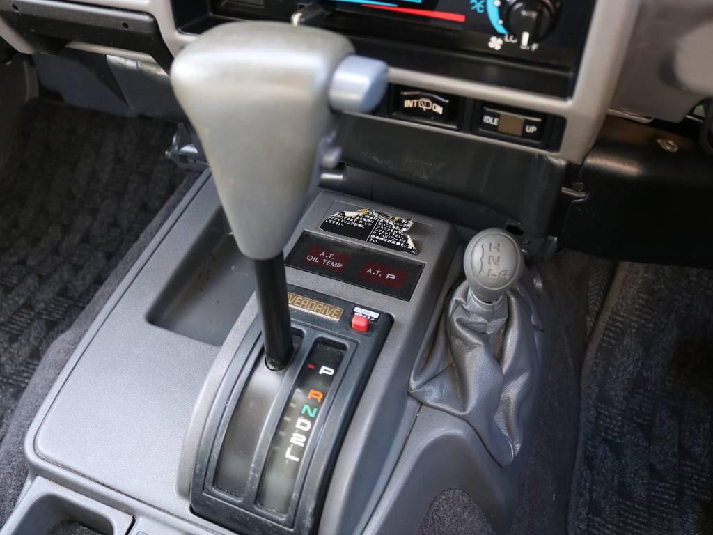 シフトノブはウッドコンビタイプへのカスタムも可能♪お問い合わせはお気軽にスタッフまで★ | トヨタ ランドクルーザープラド 3.0 SXワイド ディーゼルターボ 4WD ナロー換装 ブラV&KM2 2インチUP