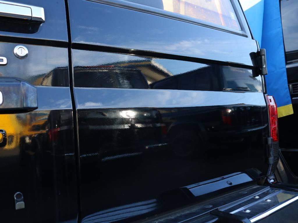 背面レスは取付穴まで綺麗にスムージング★見た目もガラッと変わり非常にスッキリと仕上がっています♪ | トヨタ ランドクルーザープラド 3.0 SXワイド ディーゼルターボ 4WD ナロー換装 ブラV&KM2 2インチUP