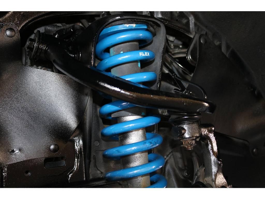 当社オリジナル新品リフトアップコイルで2インチリフトアップ★ブルーのコイルが足元にお洒落さをプラスしています♪ | トヨタ FJクルーザー 4.0 オフロードパッケージ 4WD MGヴァンパイア17AW KO2 2UP