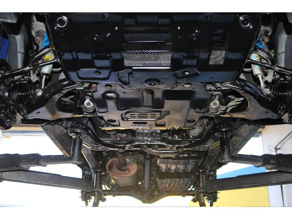 下回りもスチーム洗浄・細かなサビ落とし後にパスター塗装済みですので納車後も長く安心してお乗り頂けます♪ | トヨタ FJクルーザー 4.0 オフロードパッケージ 4WD MGヴァンパイア17AW KO2 2UP