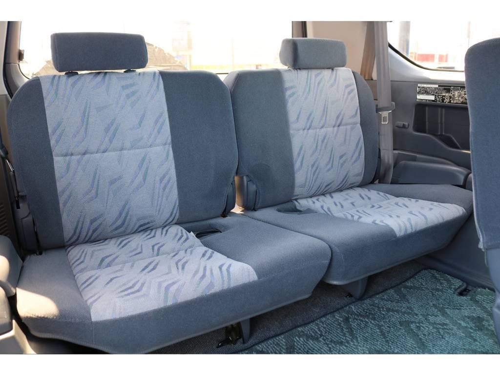 3列目シートは使用感をほとんど感じない程キレイな状態を保っております★8人乗りなので、ご家族や友人みんなで出かけられます♪僕も行きたいです!! | トヨタ ランドクルーザープラド 2.7 TX 4WD NEWアルルブルー 丸目&ナローボディー
