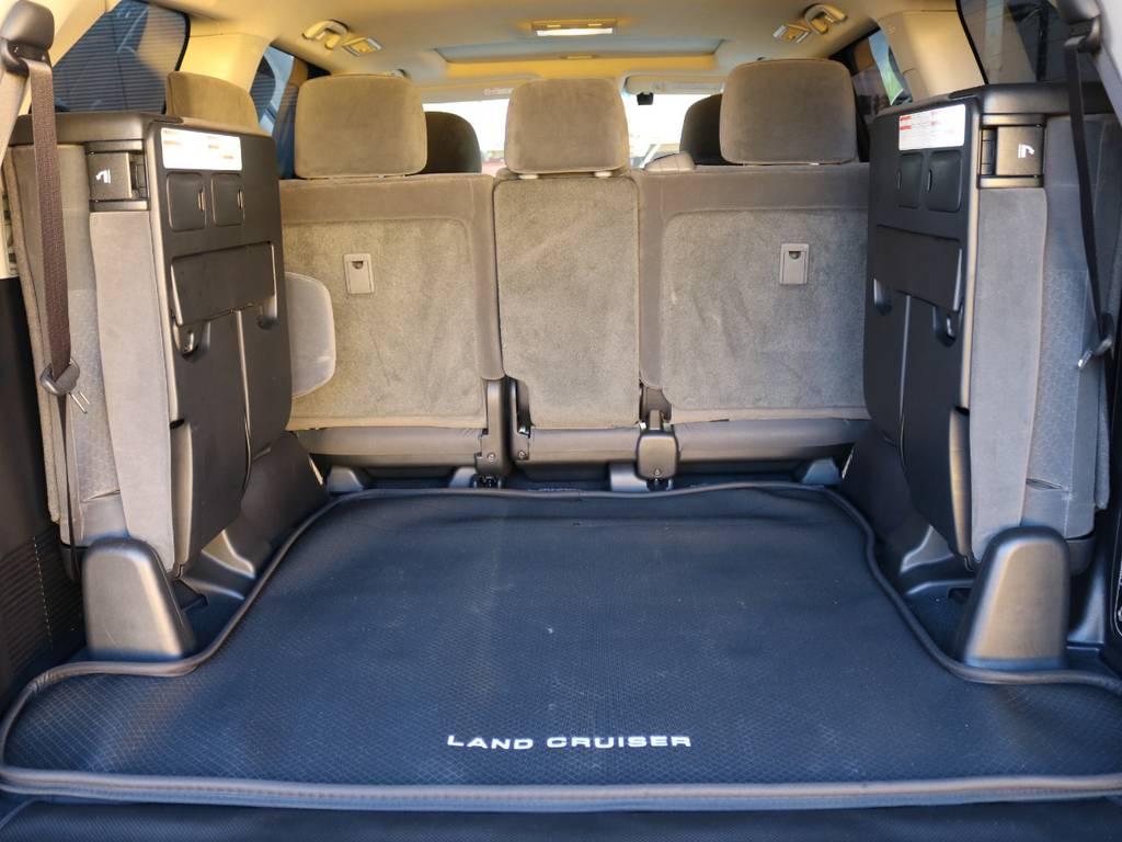 三列目シートを跳ね上げると大きな荷物も積める広い空間を確保できます★お買い物にも大活躍♪ | トヨタ ランドクルーザー200 4.6 AX 4WD 現行型 ZX仕様 モデリスタエアロ