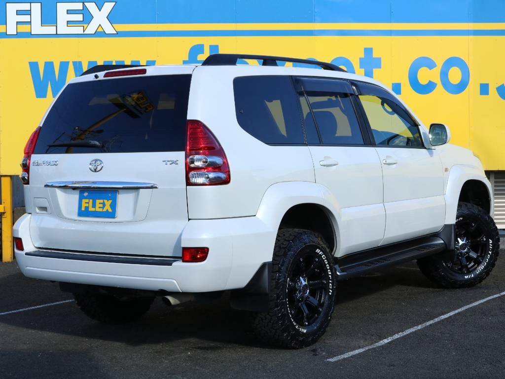 全体をホワイト&ブラックで纏めたエクステリア★120プラドが持つカッコ良さを更に引き立てるようカスタムしています♪追加のカスタム等も大歓迎ですのでお気軽にスタッフまでお問い合わせ下さい! | トヨタ ランドクルーザープラド 2.7 TXリミテッド 4WD オリジナル17AW&KO2 2インチUP