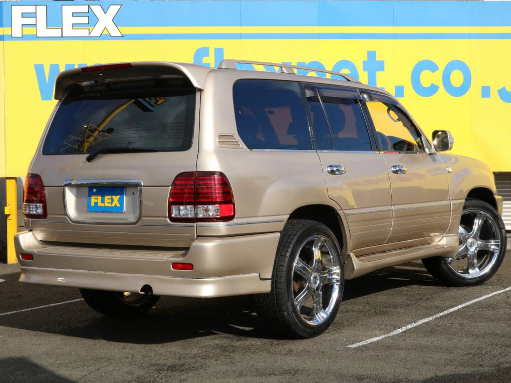 FLEXグループは「すべての人に愛車を」をコンセプトに車種別に全国展開中★ | トヨタ ランドクルーザーシグナス 4.7 4WD マルチレス フルエアロ 23インチAW