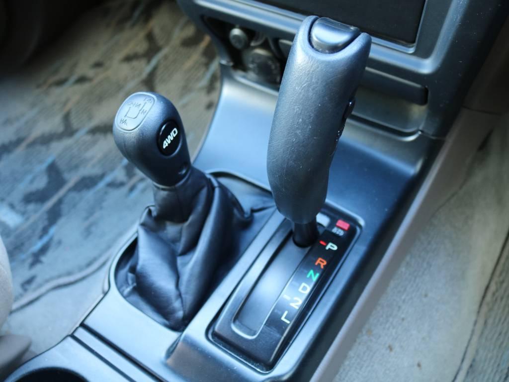 室内は何十項目にも亘るプロの専門ルームクリーニング施工済みです!小さなお子様連れのご家族も安心してお乗りいただけます!外せる部品は外し、特殊洗剤&用品で可能な限り汚れや使用感は除去します★ | トヨタ ハイラックスサーフ 2.7 SSR-V 4WD 低走行9万km 新車ワンオーナー