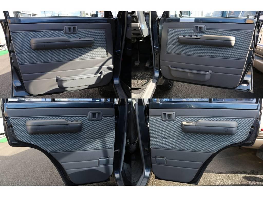 室内は何十項目にも亘るプロの専門ルームクリーニング施工済みです!小さなお子様連れのご家族も安心してお乗りいただけます!外せる部品は外し、特殊洗剤&用品で可能な限り汚れや使用感は除去します★   トヨタ ランドクルーザー70 3.5 LX ディーゼル 4WD ナロー 5MT 76フェイス 輸出用SW