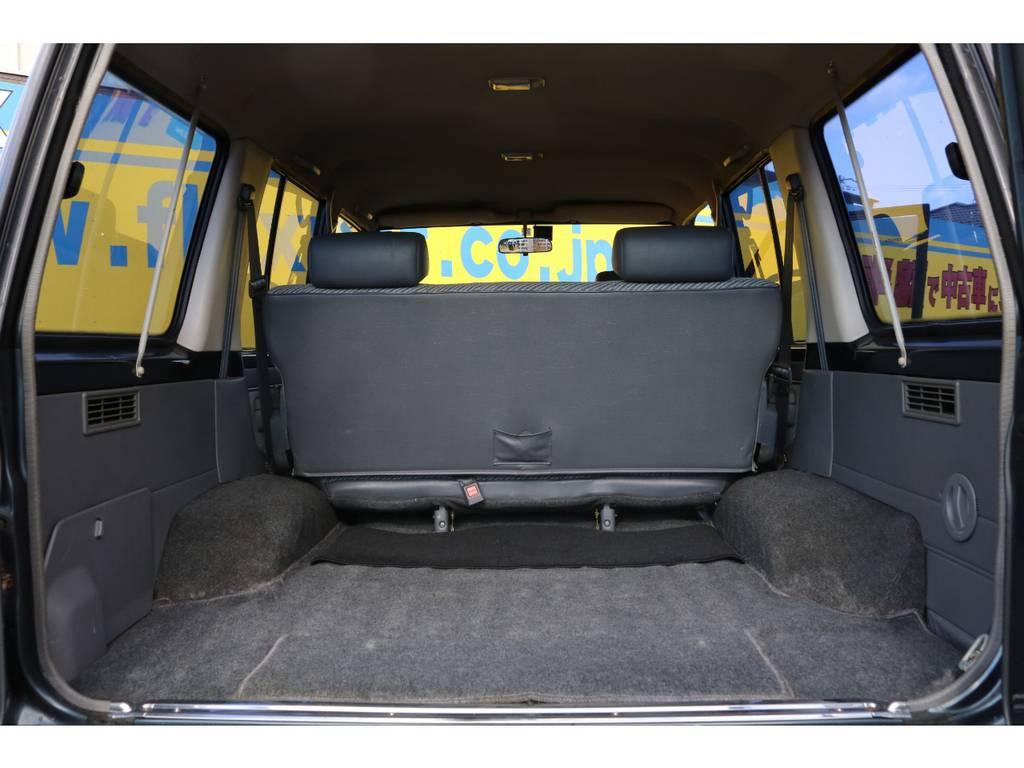 荷室は十分な広さもありたくさんの荷物を積むことが出来ますね!   トヨタ ランドクルーザー70 3.5 LX ディーゼル 4WD ナロー 5MT 76フェイス 輸出用SW