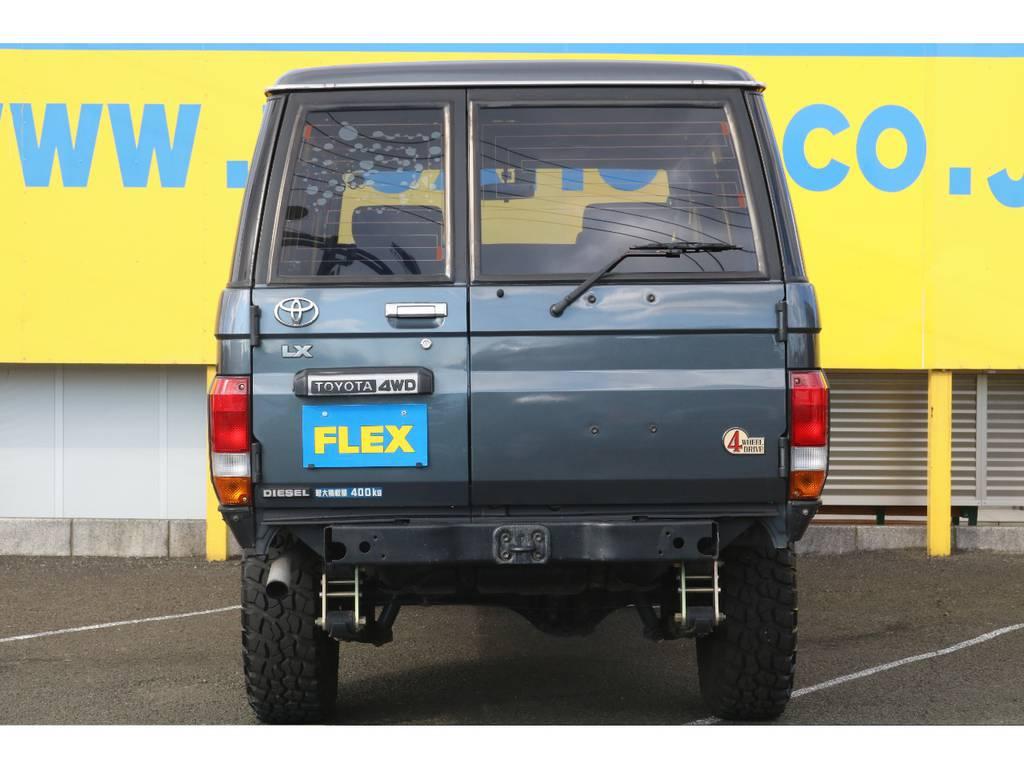 当店の在庫車は全て車輌検査専門会社である第三者機関(株)AIS、日本自動車鑑定協会(JAAA)にて1台1台、必ず二重の車輌チェックを実施しております。修復歴有りの車、事故車の無断販売はいたしません。   トヨタ ランドクルーザー70 3.5 LX ディーゼル 4WD ナロー 5MT 76フェイス 輸出用SW