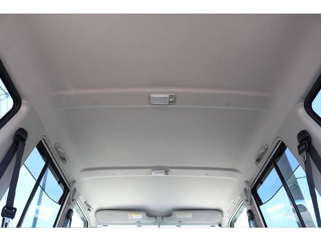 天井パネルも擦れの跡や生地の切れなど無く非常に良いコンディションです♪ | トヨタ ランドクルーザー70 4.0 4WD 復刻76バン 低走行 JAOS16AW