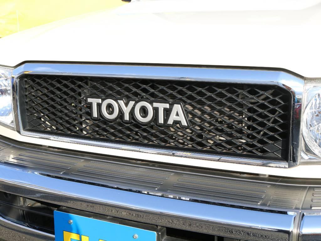 モデリスタフロントグリルの装着でガラッと変わったフロントフェイス☆TOYOTAロゴが往年のランドクルーザーを彷彿とさせますね♪ | トヨタ ランドクルーザー70 4.0 4WD 復刻76バン 低走行 JAOS16AW