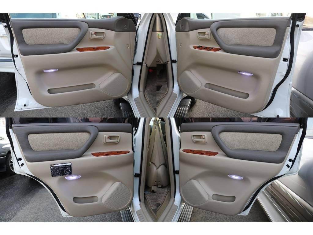 各ドアパネルもキレイです☆ | トヨタ ランドクルーザー100 4.7 VXリミテッド Gセレクション 4WD 中期 マルチレス 22AW ガナドール