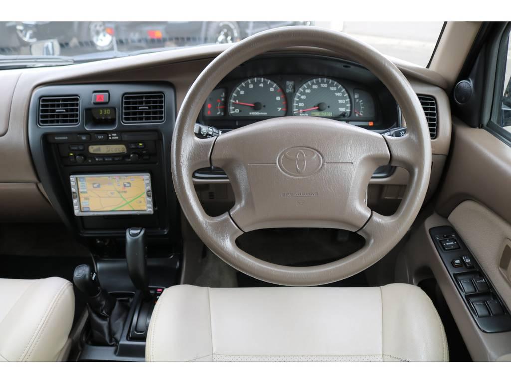 一番手に触れるステアリングもキレイな状態を維持しております★エアバッグ付きなので万が一の際にも安心です!! | トヨタ ハイラックスサーフ 2.7 SSR-V 4WD ブラック クラシックⅢ16AW KO2