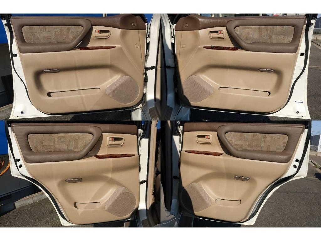 室内は何十項目にも亘るプロの専門ルームクリーニング施工済みです!小さなお子様連れのご家族も安心してお乗りいただけます!外せる部品は外し、特殊洗剤&用品で可能な限り汚れや使用感は除去します★ | トヨタ ランドクルーザー100 4.7 VXリミテッド 4WD マルチレス フルエアロ 22インチAW