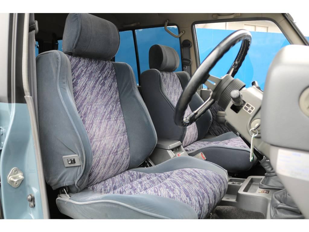 フロントシートです!フカフカで乗り心地も良いですよ★お好みでシートカバーも取付可能なのでぜひお気軽にご相談ください♪
