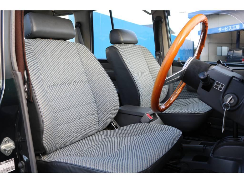 フロントシートです!一番乗り降りの多い運転席ですが、シートのコンディションも良いですよ★お好みでシートカバーも取付可能なのでぜひお気軽にご相談ください♪