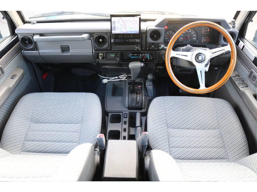 ランクル70系はムダの無いシンプルなインテリアになっております★シートや内装のコンディションも良好です♪