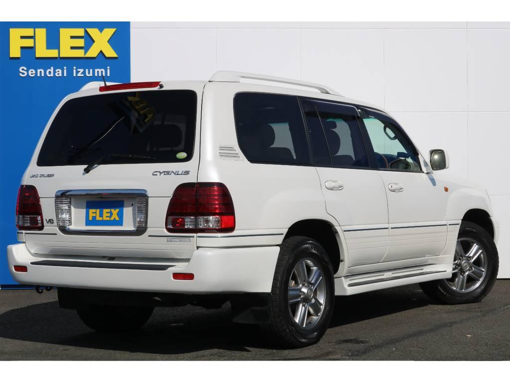 発売当時、日本にはレクサスブランドが無かったこともあり、トヨタブランドで海外で既に発売されていたLX470と同等の豪華装備で発売された車が、シグナスとなります★