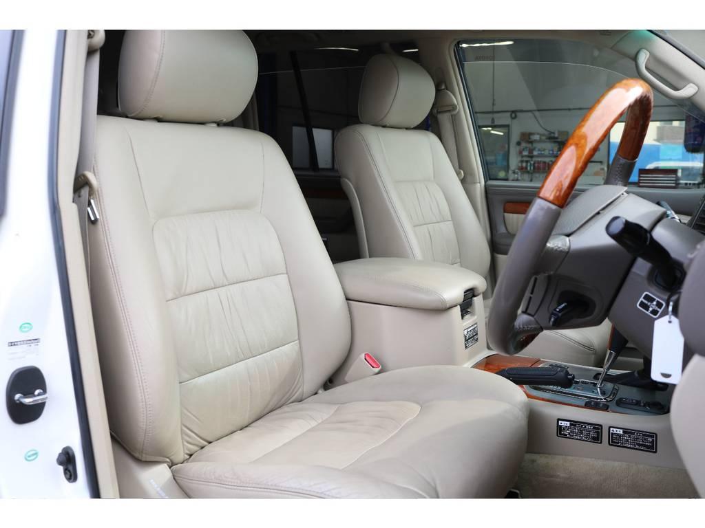 シグナスでは標準装備となる、本革パワーシートです!フロントシートにはシートヒーターも付いてますので、冬場でもシートが暖かく快適に過ごせます♪