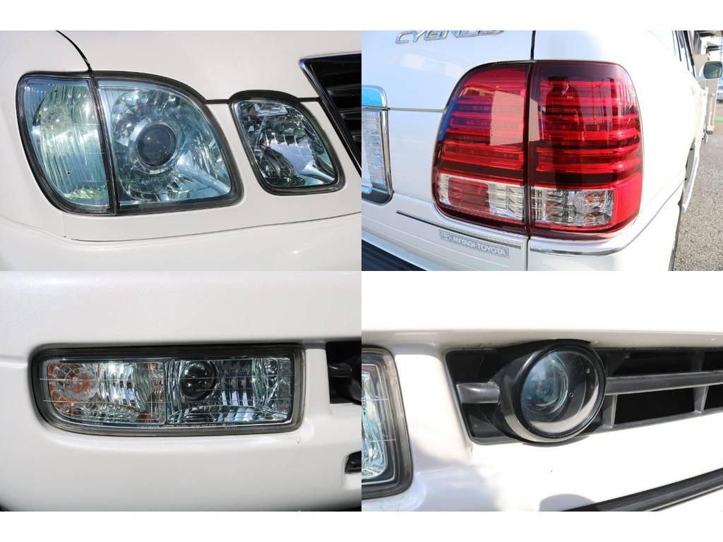 4灯ヘッドライト、LEDテールランプ、フォグランプ、ナイトビュー、とランクル100とは一味違う豪華装備が満載です★各レンズのコンディションもGOOD♪